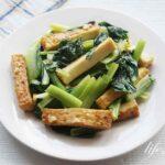 男子ごはんの厚揚げと小松菜の塩にんにく炒めのレシピ。簡単絶品!