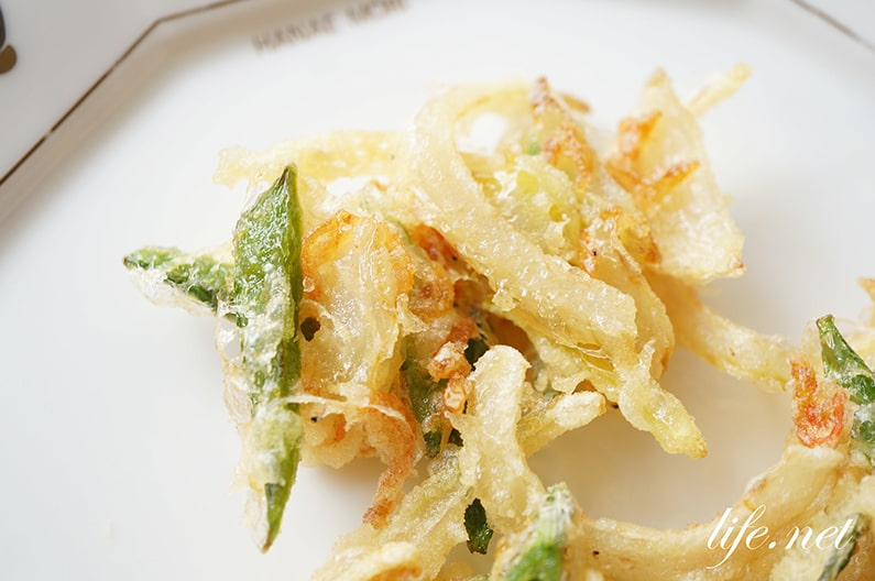 絹さやのかき揚げのレシピ。玉ねぎ、桜えび入りのかき揚げの作り方。
