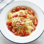 ミニトマトソースパスタのレシピ。切って和えるだけ!超簡単です。