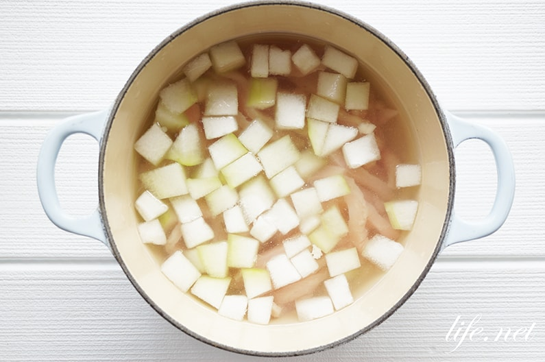冬瓜と鶏肉とトマトの冷製スープのレシピ。我が家でも人気です。