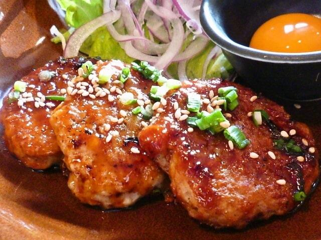 男子ごはんのレンコンと大葉の鶏つくねのレシピ。秋の和定食に。