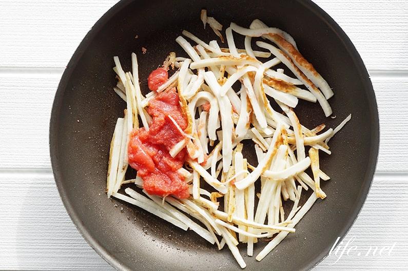 家事ヤロウのちくわと長芋の明太チーズ炒めのレシピ。簡単&絶品!