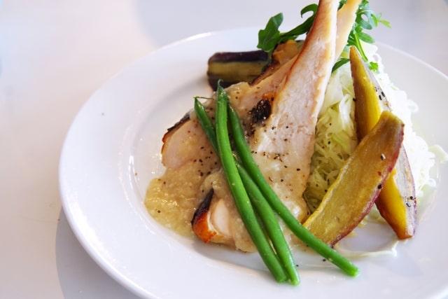 あさイチの鶏胸肉のソテー、焦がしバターソースのレシピ。