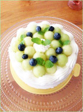 メロンとブルーベリーのケーキ