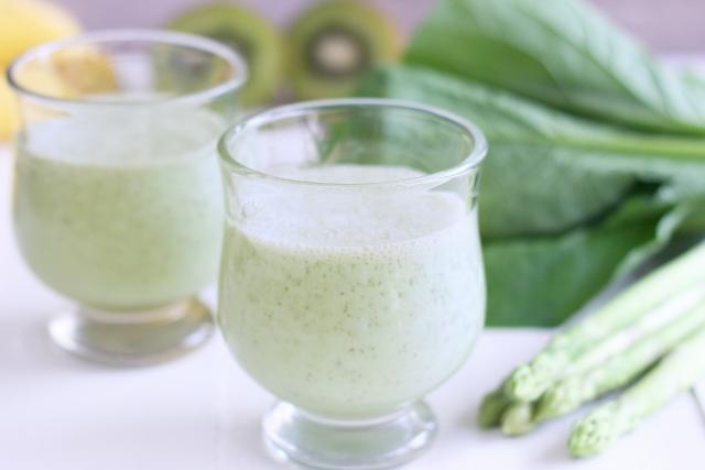 貧血に効果のある小松菜スムージーのレシピ