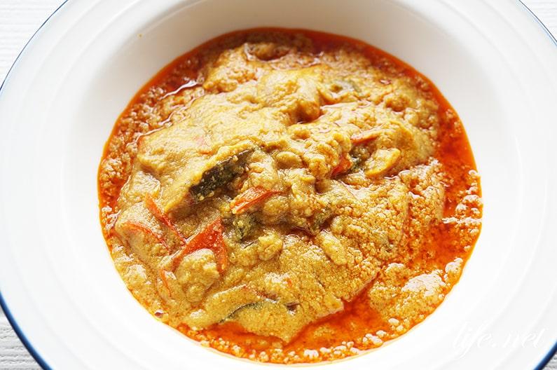ヤマモリのタイカレー、プーパッポン蟹と卵炒めのカレー