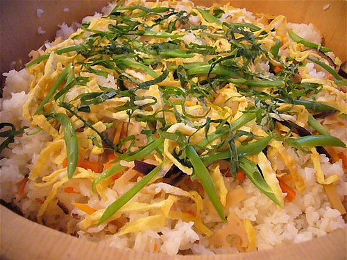 栗原はるみの照り焼きチキンの混ぜすしレシピ