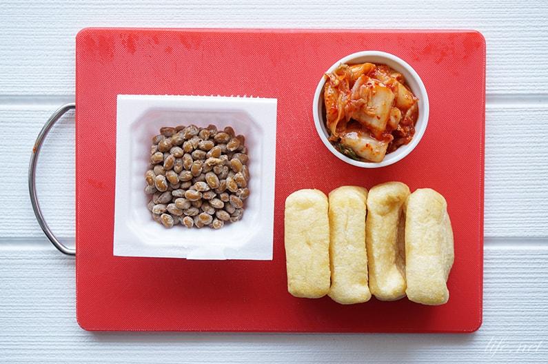 平野レミさんの油揚げのキムチ納豆詰めのレシピ。おつまみにも人気。