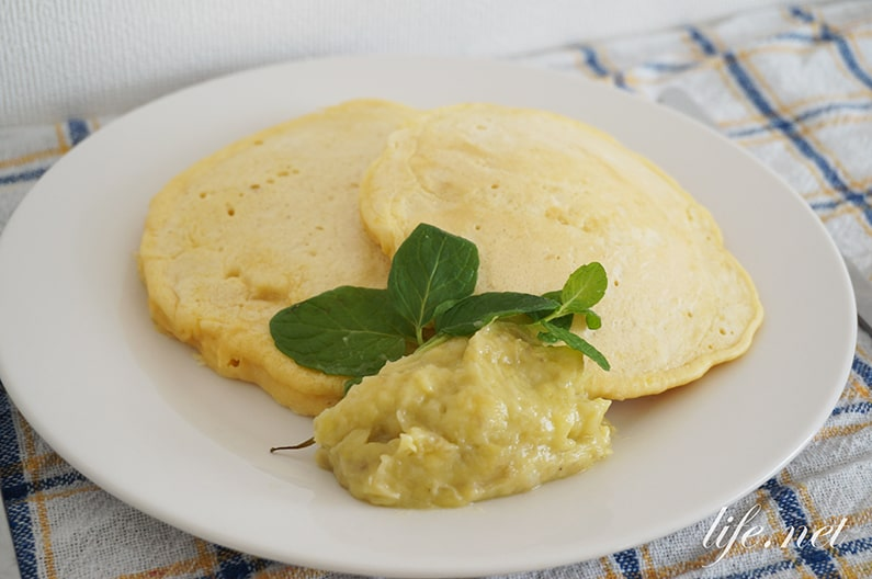 バナナパンケーキのレシピ。乳製品不使用、豆乳と強力粉で作ります。