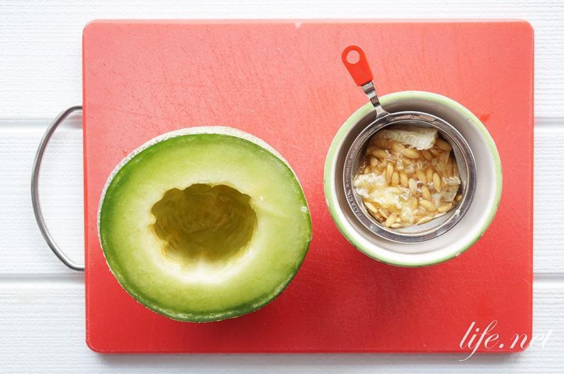 メロンソーダの簡単レシピ。メロンのワタと種で出来る作り方。