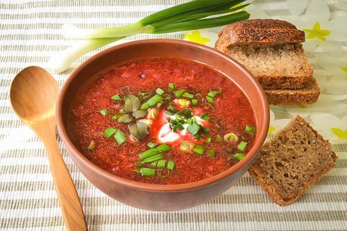 トマトと舞茸のにんにくスープのレシピ。男子ごはんで話題に。