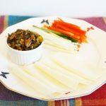 納豆と豚バラ肉の北京ダック風、うまさ納得巻きの作り方