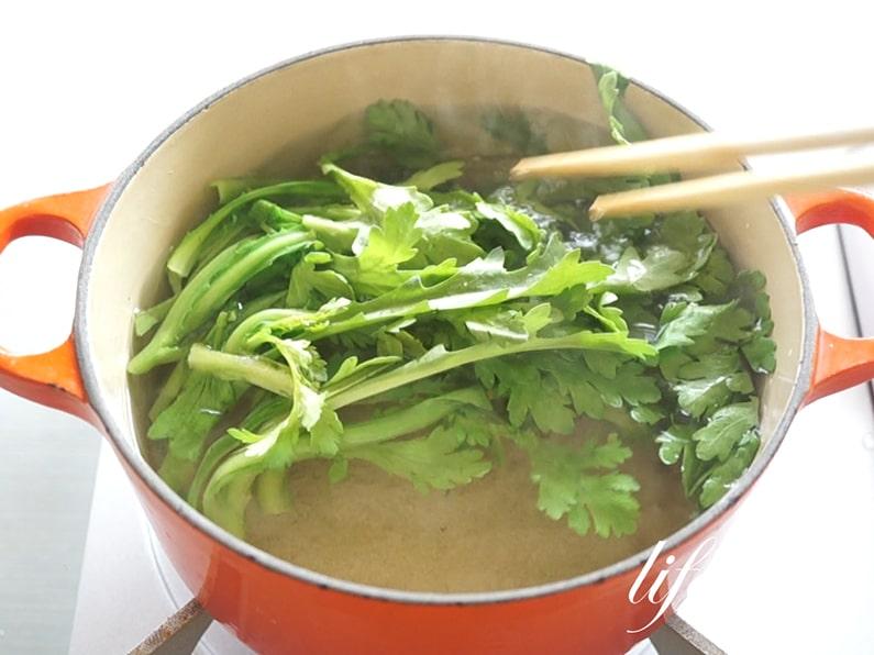 男子ごはんの春菊ナムルの作り方。簡単で子供にも人気のレシピ。