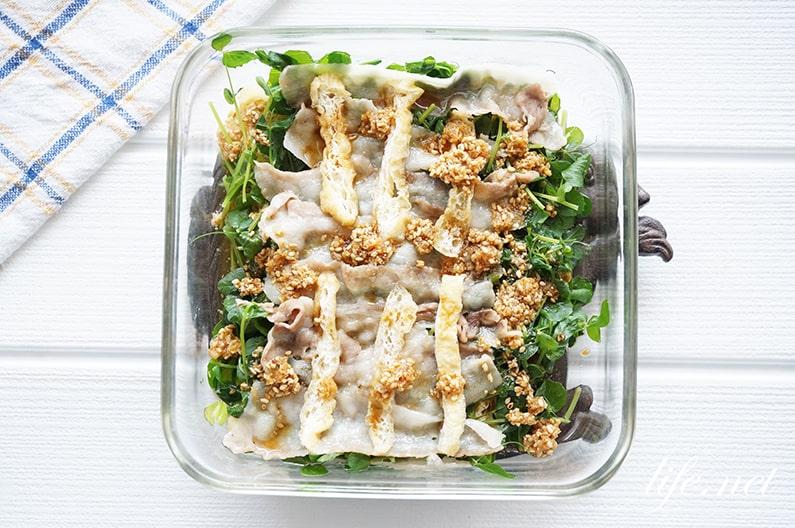 豚肉と豆苗のレンジ蒸しのレシピ。あさイチで話題!簡単&絶品です。