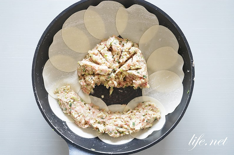 スッキリの包まない餃子のレシピ。フライパンで作るワンパン餃子の作り方。
