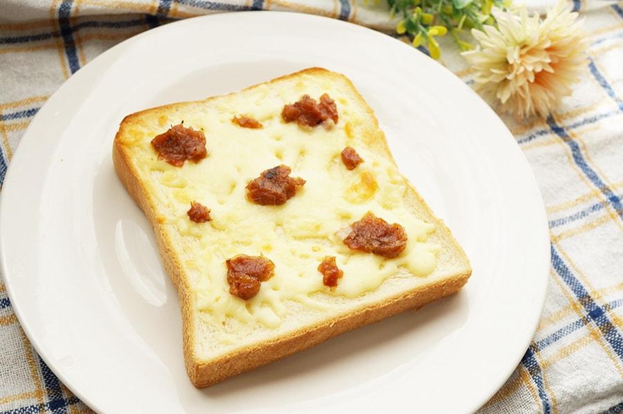 梅干しチーズトーストの作り方。梅干しと食パンがよく合うレシピ。