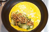 アボカド納豆オムレツのレシピ。話題のロカボダイエットメニュー。