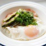 目玉焼きのせアボカド丼のレシピ。ハムと卵の簡単ロコモコ風。