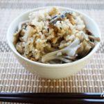 舞茸とサバ缶の炊き込みご飯のレシピ。教えてもらう前と後で話題。