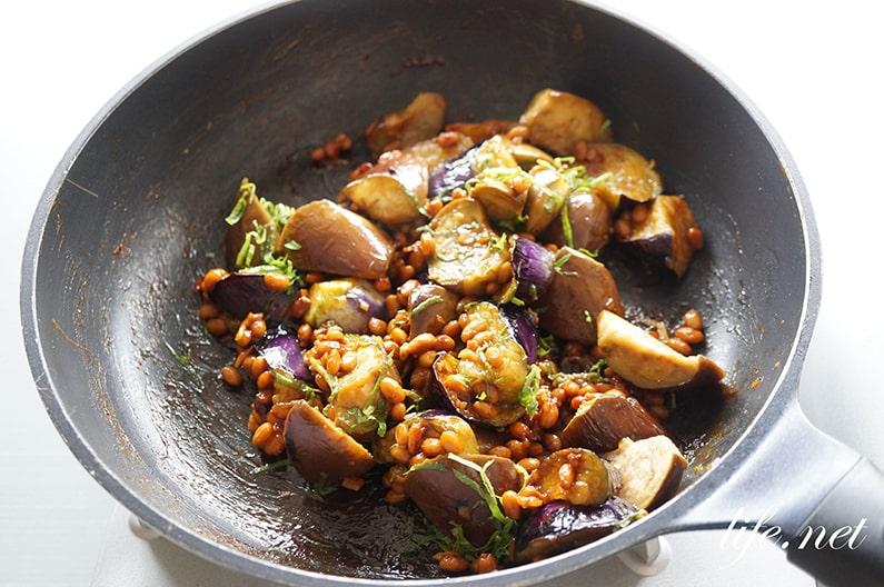 志麻さんのなすと納豆の甘味噌炒めレシピ。ごはんが進むおかずです。