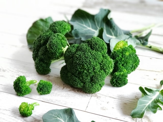 ブロッコリーの栄養を逃さない調理法。レンジで加熱するのがおすすめ。
