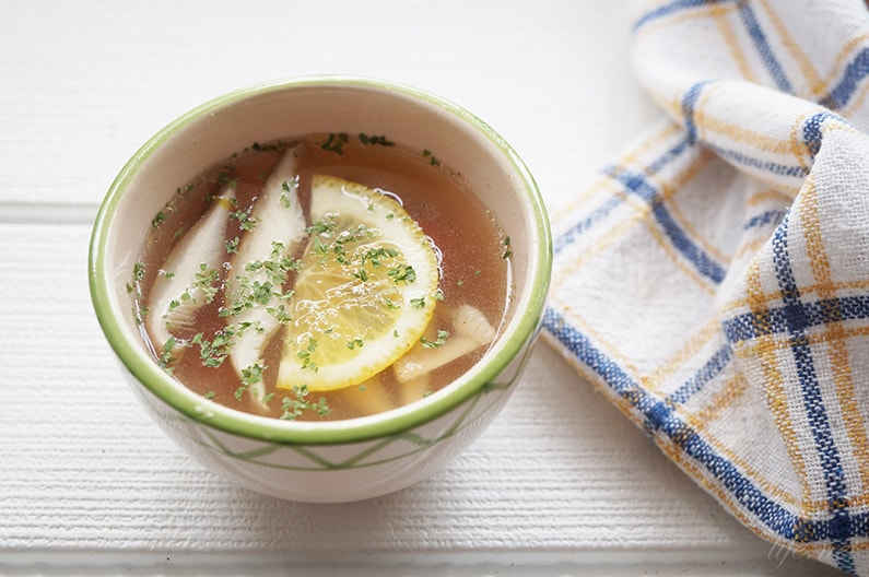 鶏肉のゆで汁で作るチキンスープ