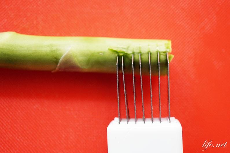 アスパラガスの根元の下処理はネギカッターで。固い部分も美味しくなる!