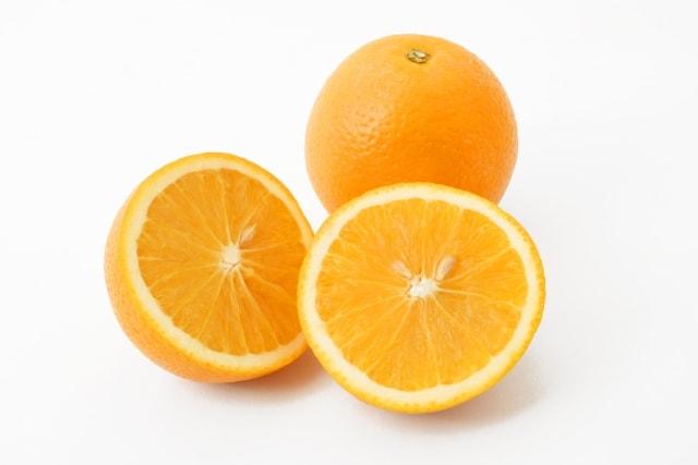 オレンジの皮の簡単なむき方。ソレダメ!で話題、3回切るだけ。