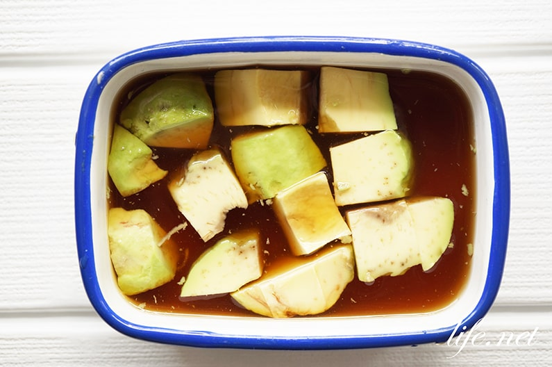 アボカドのめんつゆ漬けのレシピ。ヒルナンデスで話題、ごま油で。
