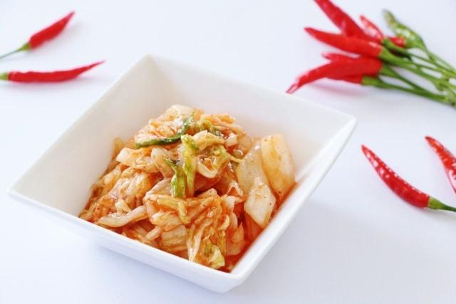 志麻さんのキムチの韓国風エスカベッシュのレシピ。オリーブオイルとキムチのソース。