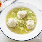 栗原はるみさんの鶏団子とレタスのスープのレシピ。絶品です。