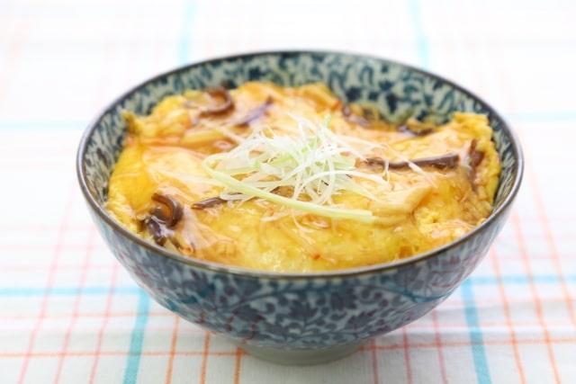 豆腐の親子丼風のレシピ。ヒルナンデスで話題のヘルシー豆腐卵とじ。