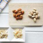 クラッシュナッツの作り方と活用レシピ。冷凍すると簡単に砕ける!