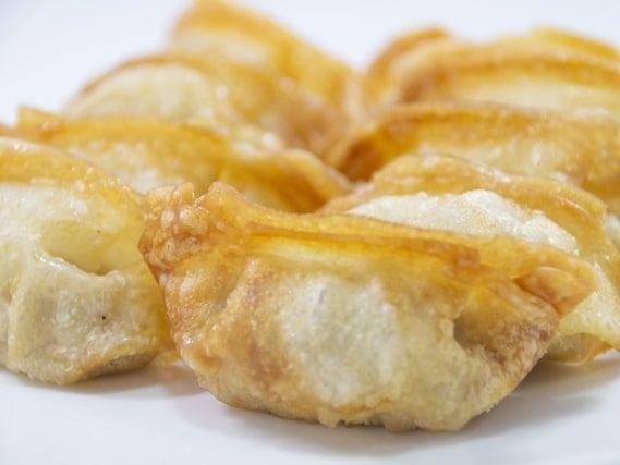 相葉マナブのナスの揚げ餃子のレシピ。なすとハム、チーズの餃子。