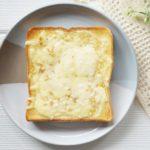 ハナカタのしらすのチーズトーストのレシピ。
