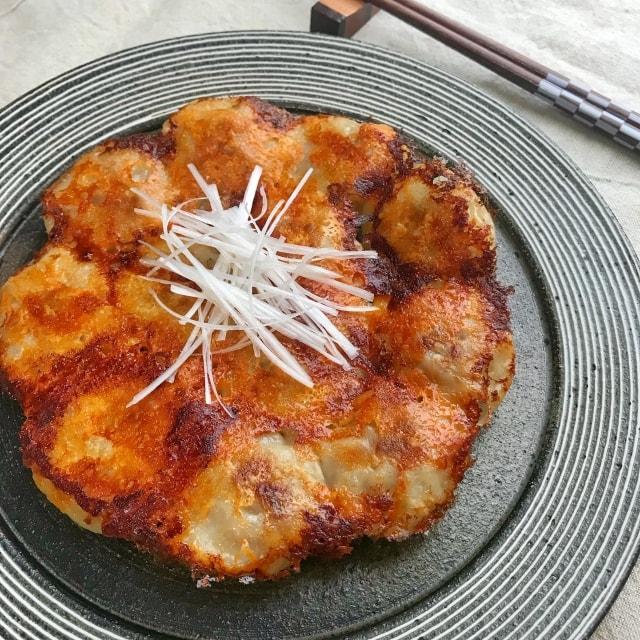 ソレダメのもちもち餃子のレシピ。でっかい餃子曽さんの店の作り方。