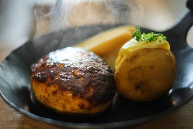 男子ごはんの鉄鍋和風きのこハンバーグのレシピ。スキレットで!