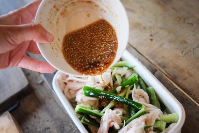 あさイチのよだれ鶏のレシピ。鶏もも肉とラー油で食べるプロの一品。