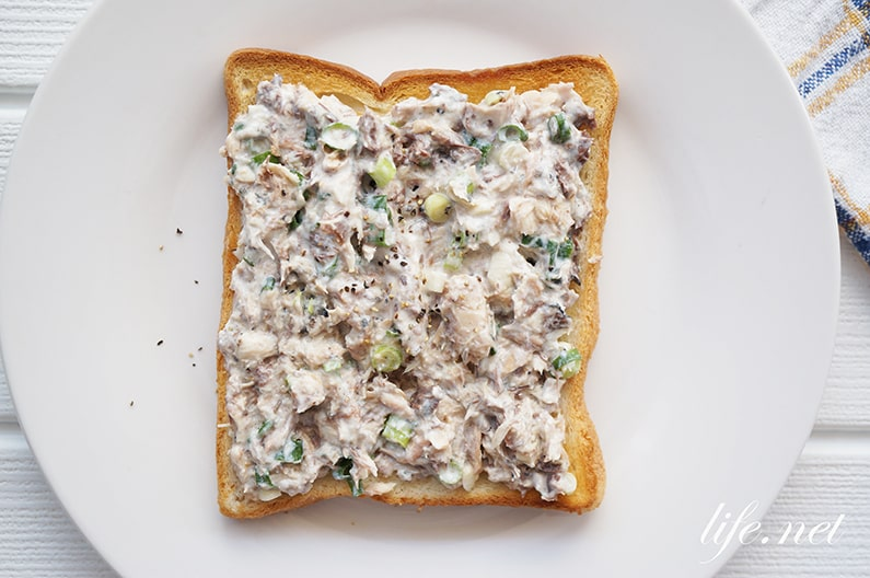 男子ごはんの鯖缶オープンサンドのレシピ。簡単トースト。