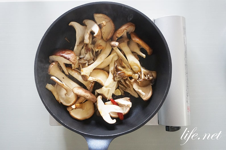 大原千鶴さんのフライパン焼ききのこのレシピ。きょうの料理で紹介。