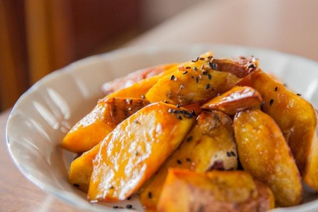 あさイチの豚肉の大学芋風のレシピ。さつまいもと豚肉を揚げ焼きに。