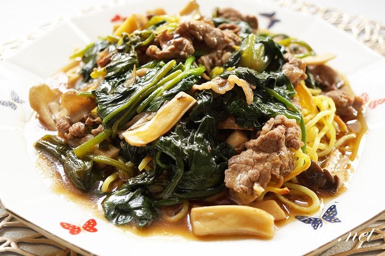 栗原はるみさんのあんかけ焼きそばのレシピ。きのこと牛肉で。