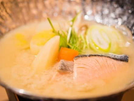 ケンミンショーの石狩鍋のレシピ。ホットプレートで簡単!
