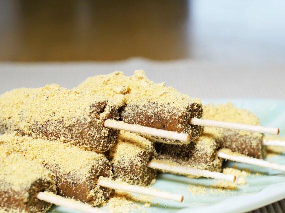 きなこ棒の簡単レシピ。はちみつときなこだけでできる作り方。