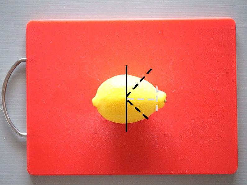 レモンのくし形切りの切り方2通り。おしゃれな斜めに切る方法も。