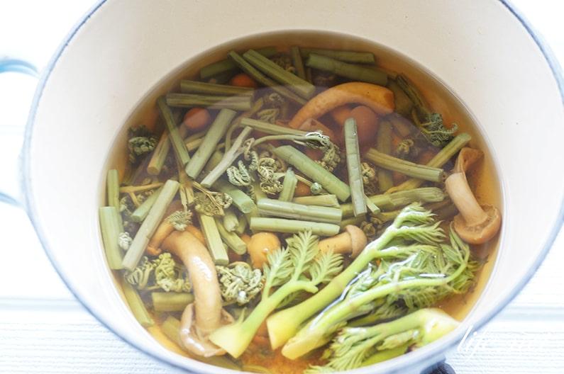 山菜ごはんのレシピ。こごみとうるい、タラの芽入り作り方。