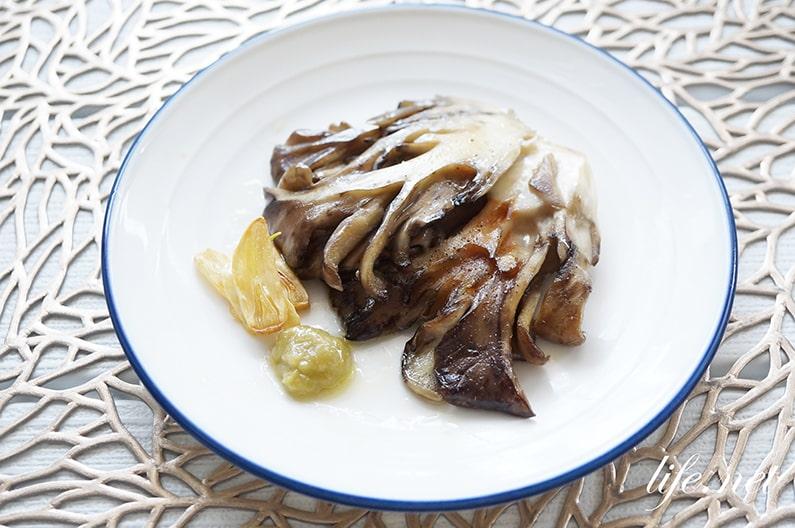 栗原はるみさんのあさりのリゾット、まいたけステーキ添えのレシピ。
