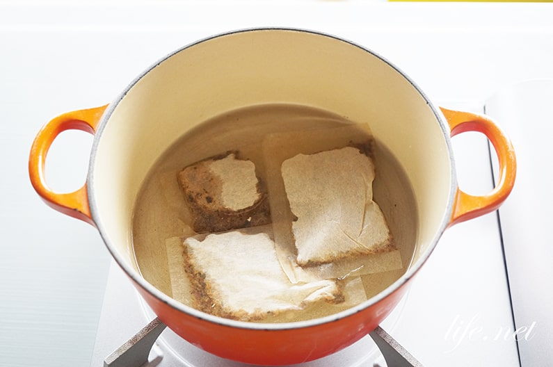 志麻さんのサバ缶トマト冷や汁ごはんのレシピ。だしで煮て作ります。