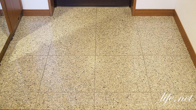 玄関タイルの掃除の仕方。あさイチの重曹水を使った汚れの落とし方。