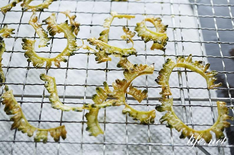 ゴーヤの素揚げの作り方。わたごとで簡単!苦くないレシピも紹介。
